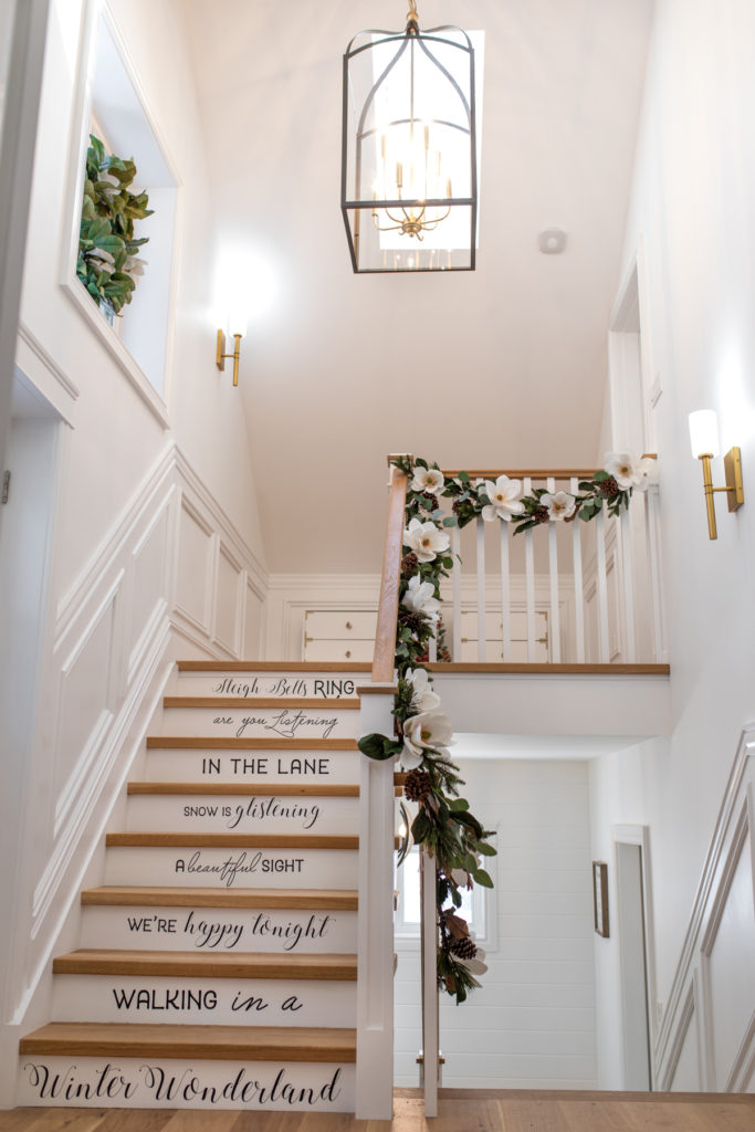 How to Style a Garland 2 Ways Decor DIY Greenthumb Home Home Tours Uncatagorized
